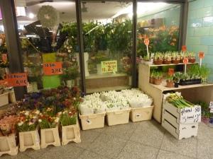 Kiosque à fleurs dans le métro