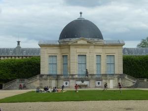 Pavillon de l'Aurore, et lycée Lakanal derrière