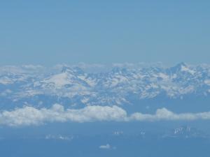 Vue sur les Alpes depuis l'avion, où je me suis retrouvée en coin fenêtre alors que je devais être côté couloir... je n'ai pas cherché à comprendre et je me suis assise !