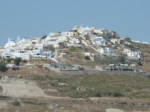 Pyrgos se trouve maintenant sur la colline d'en face