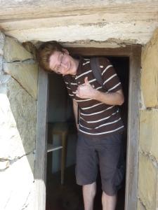 Il faut se baisser pour entrer dans la plus petite des chapelles !
