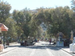 La promenade du front de mer à Kamari