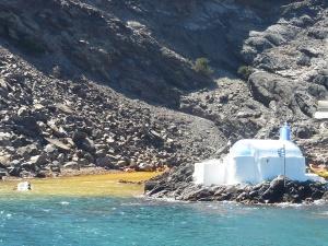 Arrivée aux sources chaudes. Il faut nager dans le bleu avant d'arriver au jaune !