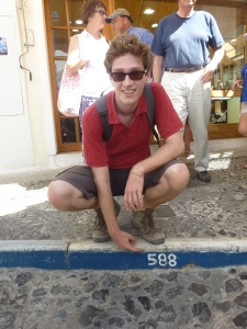 588 marches plus tard, nous voilà de retour à Fira !