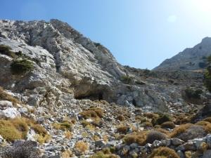 Voyez-vous l'entrée de la grotte ?