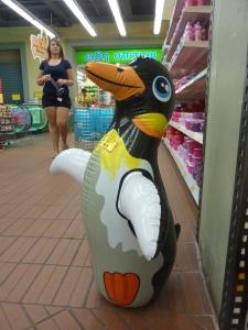 Chez Jumbo, on peut même acheter un pingouin gonflable
