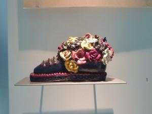 Chaussure et fleurs en mie de pain, cadeau d'un prisonnier à un autre