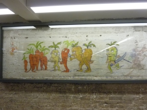 Absurde dans une cave du camp, des dessins humoristiques représentant des légumes… Ils datent probablement de la période d'occupation du camp par les Soviétiques