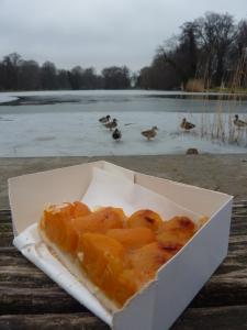 Tarte aux abricots face au lac
