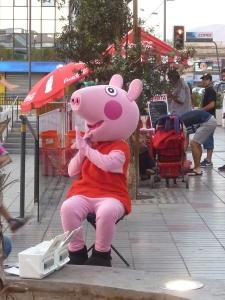 Ce petit cochon est partout, je crois que c'est un personnage de dessin animé chilien
