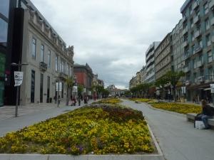Rue commerçante dans la partie moderne de Braga