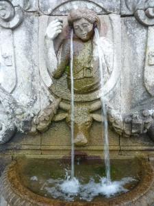 Fontaine de l'ouïe (on vous épargne celle du goût, vraiment peu élégante...!)