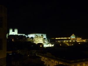 De gauche à droite, la cathédrale, le palais épiscopal, l'église de St Laurent des Grillons, le pont Dom Luis et le monastère où nous étions pour le coucher du soleil