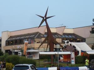 Notre aire de dîner, sculpture girafe et vache pour sauter included ^^