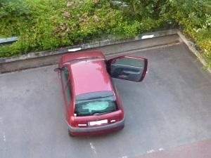 QUI a oublié de fermer la voiture...??