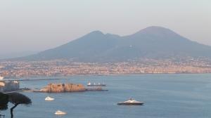 Vue sur la baie de Naples et le Vésuve, juillet 2014