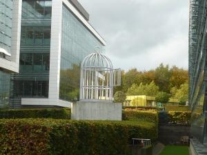 Bird cage, par Su-Mei Tsé (et en plus, elle s'éclaire la nuit !)