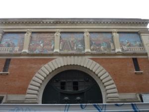En chemin, l'ancienne maison de champagne Jules Mumm et ses belles mosaïques