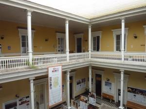 Le musée est dans l'une des belles maisons de la calle Baquedano