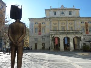 Théâtre national de Sao Carlos et statue de Pessoa