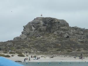 Arrivée sur l'isla Damas – tout en haut, sur la droite, un rocher rappelle la tête d'un dauphin (mais si, mais si, cherchez bien...)