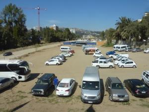 Une partie du canal est tellement à sec qu'ils en ont fait… un parking.