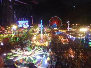 Depuis la grande roue nous avons une vue impressionnante sur la fête foraine...