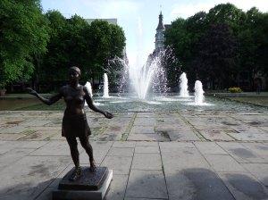 Il y a beaucoup de fleurs, de fontaines et de statues à Oslo, j'adore !