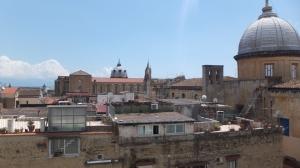 Vue sur les toits de Naples depuiss la terrasse du MADRE