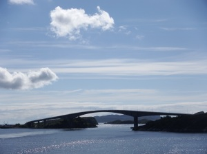 De larges ponts relient les îles