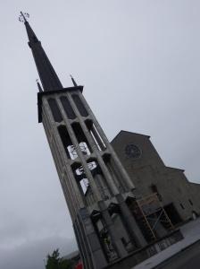L'église et son étonnante tour