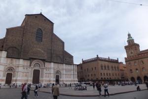 Piazza Maggiore et cathédrale