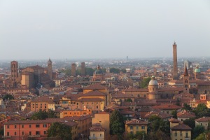 Vue de Bologne depuis le parvis de San Michele di Bosco
