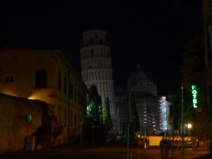 Au bout de la rue, la tour !