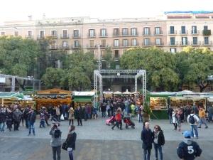 Le marché de Noël est installé au pied de la cathédrale
