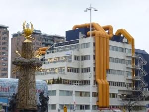 L'immeuble aux tuyaux jaunes