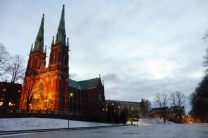 Une église au pied de laquelle nous avons vu un stade se faire transformer en patinoire à coup de jet d'eau. Fou !