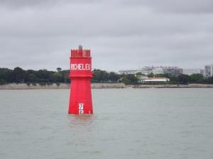 La balise Richelieu, qui rappelle le lieu du siège de la Rochelle