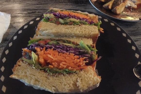 """Les merveilleux sandwiches de """"The Owl"""", dans la rue principale de Sanur..."""