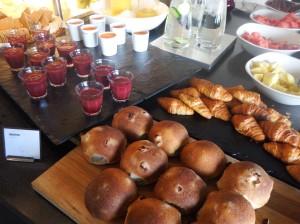 Les merveilleux buffets petit-déj du Scandic, avec les bricoches aux raisons dont nous nous sommes régalées durant ces 15 jours de voyage