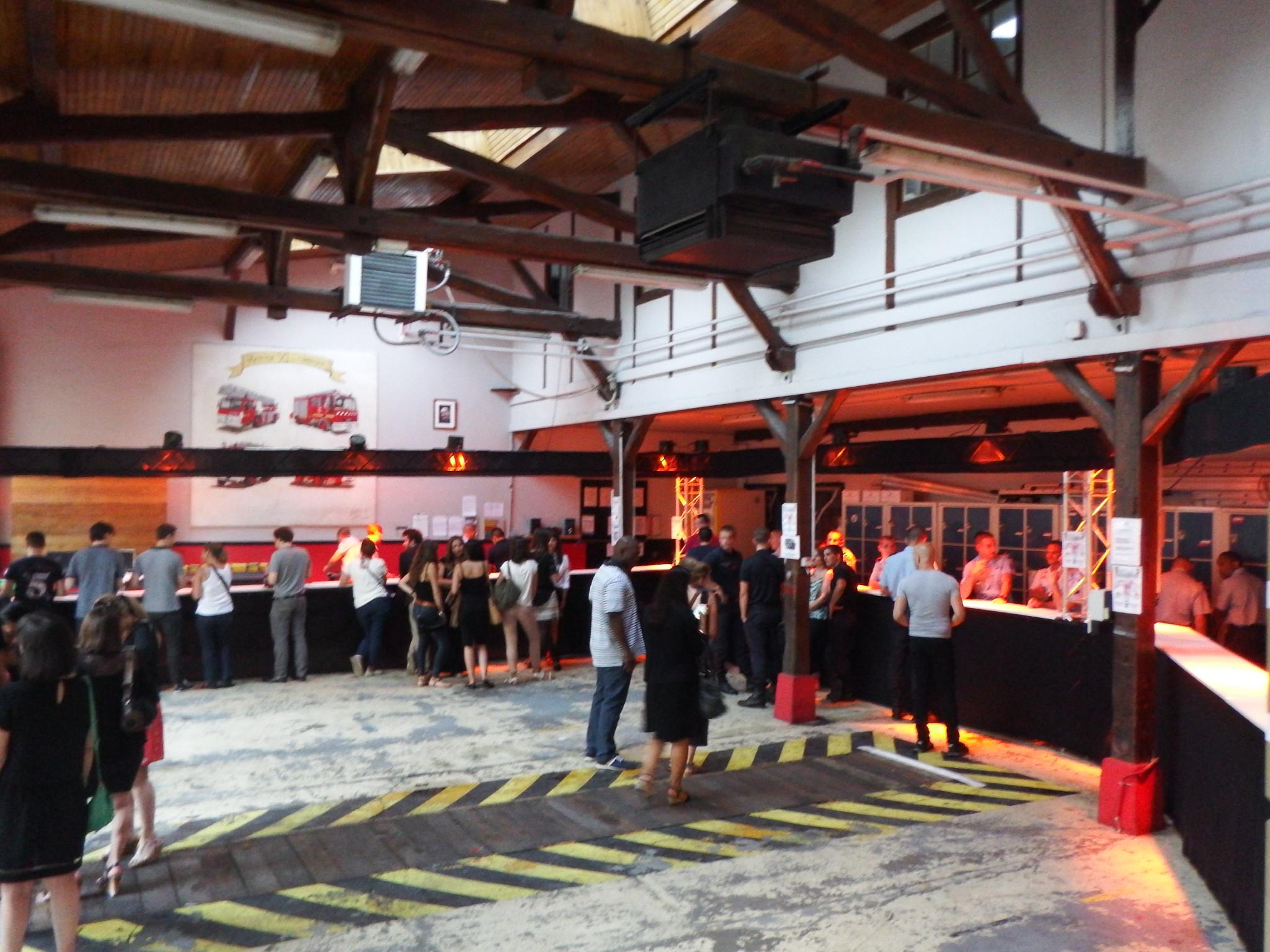 F ter le 14 juillet paris smiling around the world for Garage paris bar
