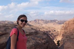 L'un des points de vue – derrière moi les montagnes de Little Petra