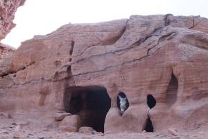 Lorsque la journée est finie, les grottes servent d'étable