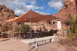 La terrasse du salon de thé troglodyte