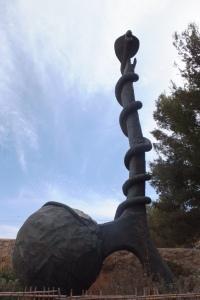 Sculpture devant le musée