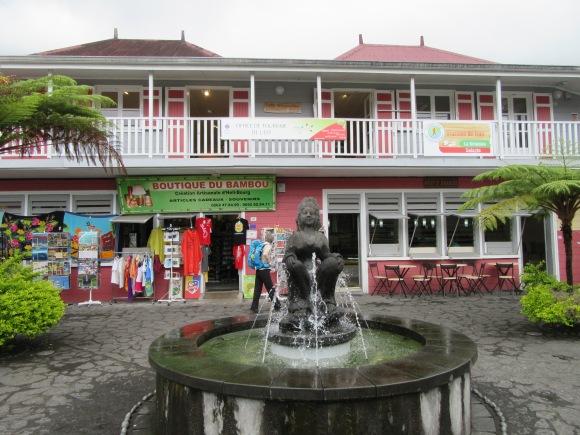 La place centrale de Hell-Bourg, bien touristique