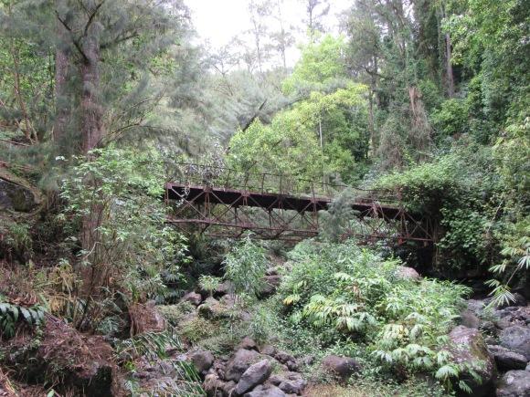 et un pont qui a connu des jours meilleurs !