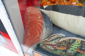 Qui veut un coussin en forme de darne de saumon ?