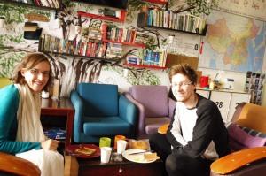 Petit-déj dans la salle commune, nous apprécions nos toasts et notre jus d'orange