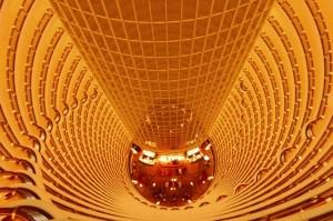 """Puits de lumière surnommé """"le tunnel du temps"""" au cœur du Grand Hyatt"""